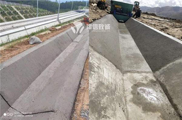 修水渠机器高铁高速边沟施工现场